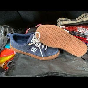 DC navy blue suede shoe